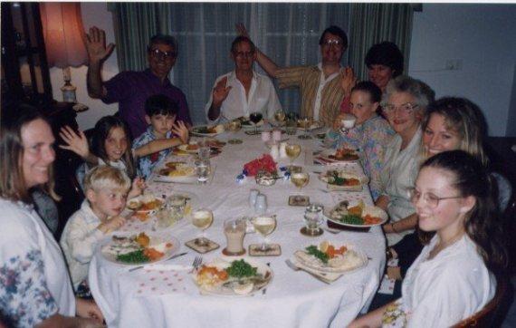 妈妈,小表弟,三妹,大表弟,姨父,姥爷,爸爸,姨母,二妹,姥姥,阿姨,我